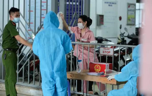 CLIP: Phong tỏa tòa nhà ở khu đô thị Việt Hưng có ca dương tính SARS-CoV-2  - Ảnh 8.