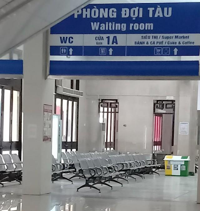 Vắng khách trong ngày bầu cử, nhưng sân bay, nhà ga đường sắt vẫn được quản chặt - Ảnh 8.