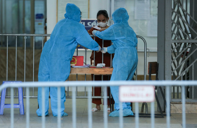 CLIP: Phong tỏa tòa nhà ở khu đô thị Việt Hưng có ca dương tính SARS-CoV-2  - Ảnh 11.