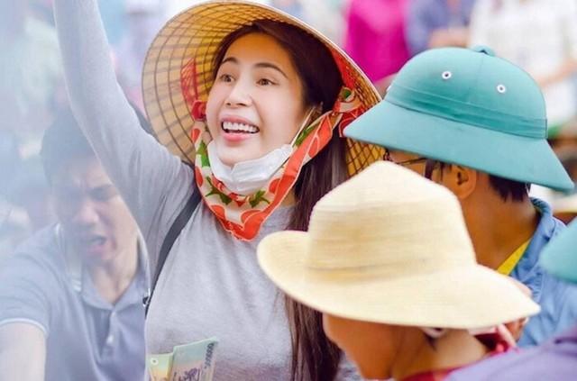 Những nghệ sĩ Việt gặp rắc rối với chuyện làm từ thiện - Ảnh 7.