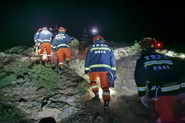 Lời kể của nhân chứng về đường chạy marathon tử thần ở Trung Quốc: Dốc núi hiểm nguy, thời tiết băng giá đột ngột khiến con người ngã quỵ - Ảnh 4.
