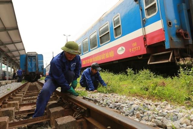 Ký hợp đồng hơn 2.800 tỷ đặt hàng bảo trì kết cấu hạ tầng đường sắt Quốc gia  - Ảnh 2.
