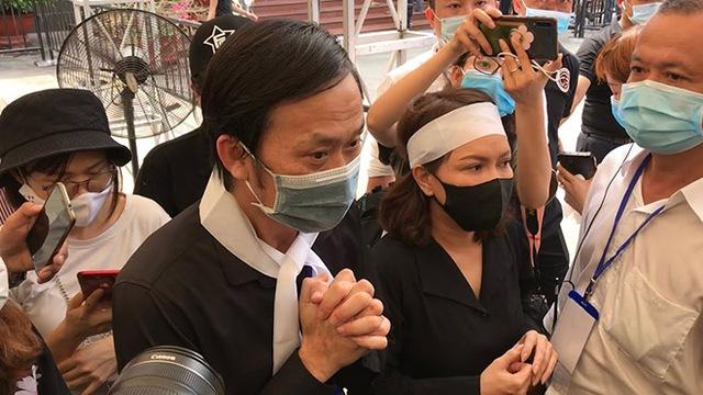 Không thể đi từ thiện hơn 13 tỷ đồng vì bệnh dịch, Hoài Linh đã làm gì trong suốt 6 tháng qua? - Ảnh 2.