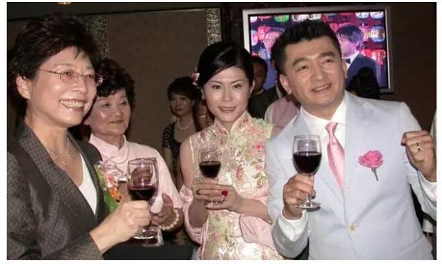 Chuyện đời buồn của đại gia du lịch Đài Loan nức tiếng một thời: Mất tất cả vì bất động sản đến mức phải đi bán gà chiên, trả gần hết nợ thì đột ngột qua đời vì làm việc quá sức  - Ảnh 2.
