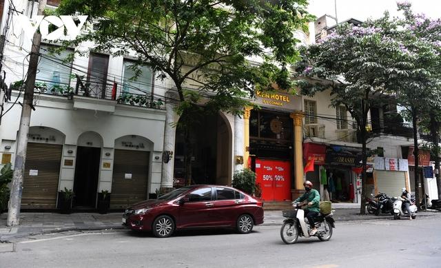 Hình ảnh các cửa hàng kinh doanh tại Hà Nội đóng cửa vì dịch Covid-19 - Ảnh 1.