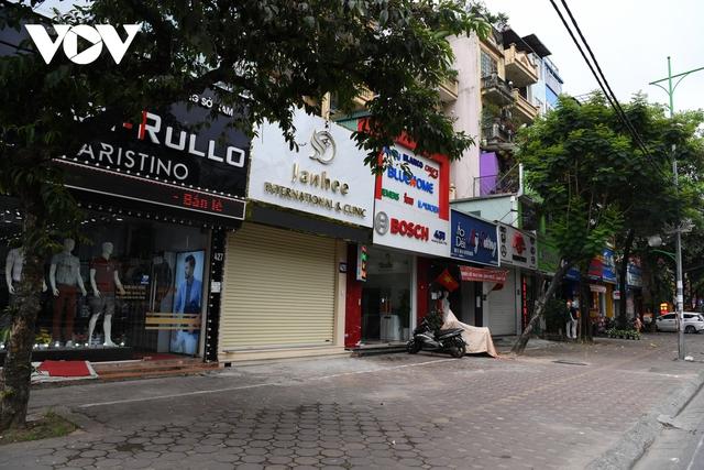 Hình ảnh các cửa hàng kinh doanh tại Hà Nội đóng cửa vì dịch Covid-19 - Ảnh 2.