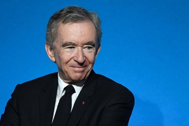 Ông trùm hàng hiệu Pháp bất ngờ lên ngôi giàu nhất thế giới - Ảnh 1.