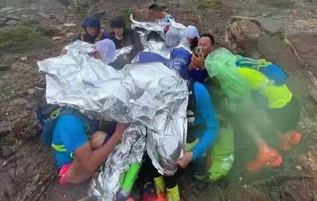 Cuộc đua Marathon trở thành đường đua tử thần khiến 21 người thiệt mạng ở Trung Quốc: Lời cảnh tỉnh cho việc coi thường những trang thiết bị đơn giản nhất - Ảnh 2.