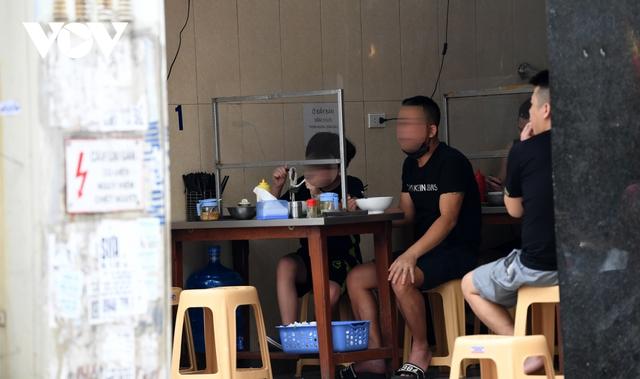 Hình ảnh các cửa hàng kinh doanh tại Hà Nội đóng cửa vì dịch Covid-19 - Ảnh 11.