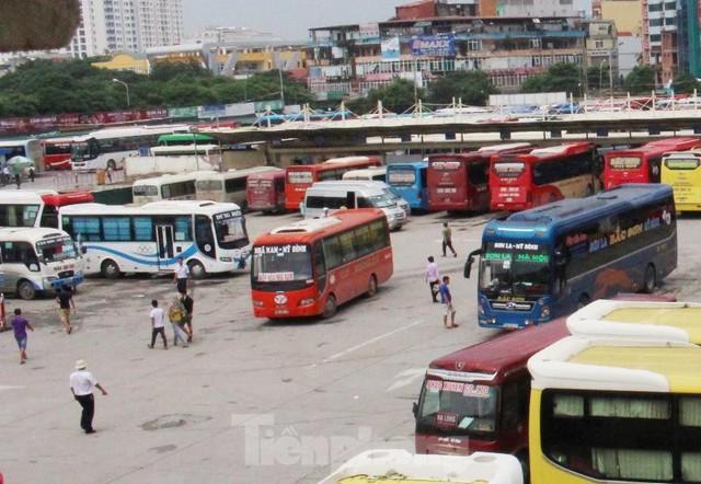 Đìu hiu bến bãi Hà Nội, xe khách nghỉ chạy đến 80%  - Ảnh 11.