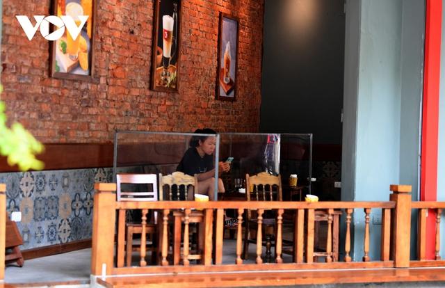 Hình ảnh các cửa hàng kinh doanh tại Hà Nội đóng cửa vì dịch Covid-19 - Ảnh 12.