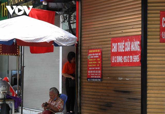 Hình ảnh các cửa hàng kinh doanh tại Hà Nội đóng cửa vì dịch Covid-19 - Ảnh 16.