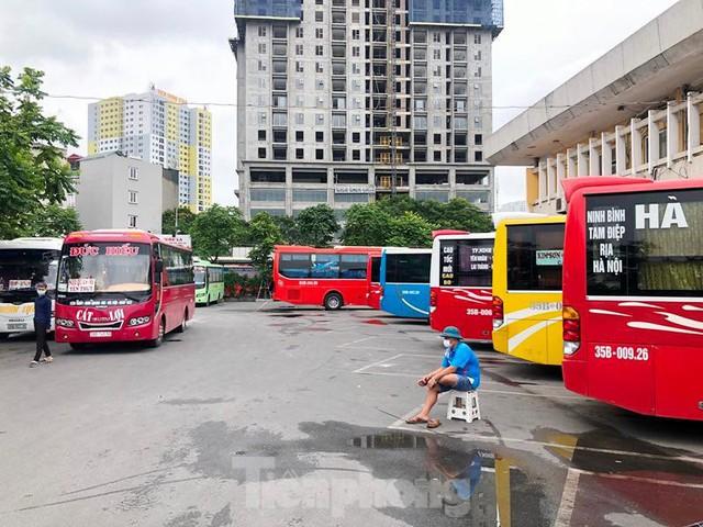 Đìu hiu bến bãi Hà Nội, xe khách nghỉ chạy đến 80%  - Ảnh 5.