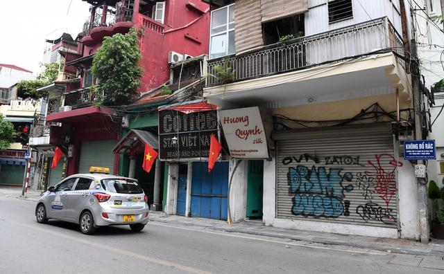 Hình ảnh các cửa hàng kinh doanh tại Hà Nội đóng cửa vì dịch Covid-19 - Ảnh 6.