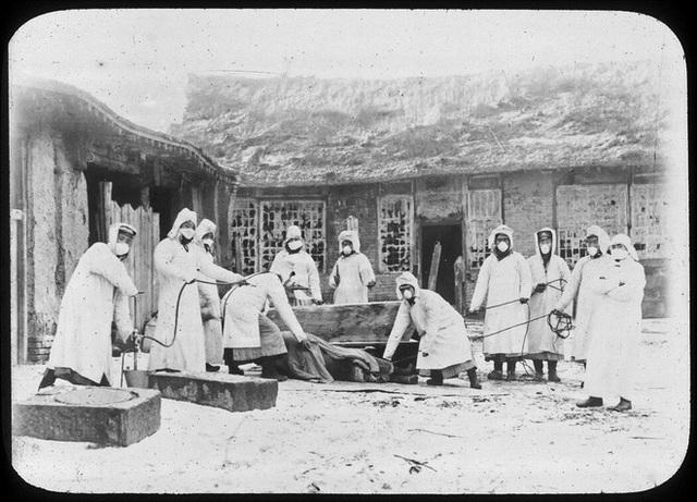 110 năm trước, điều kỳ diệu xảy ra sau chiếc khẩu trang: Chấm dứt đại dịch khiến hàng vạn người ho ra máu mà chết - Ảnh 7.
