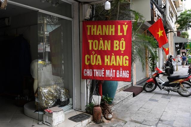 Hình ảnh các cửa hàng kinh doanh tại Hà Nội đóng cửa vì dịch Covid-19 - Ảnh 8.