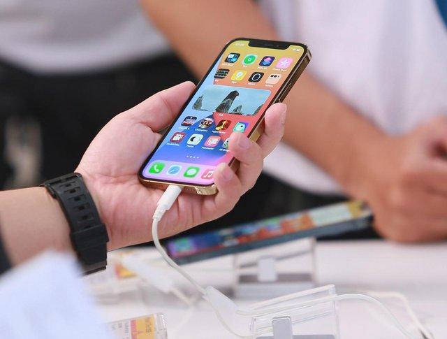 Nhiều mẫu iPhone giảm giá tiền triệu tại Việt Nam - Ảnh 2.