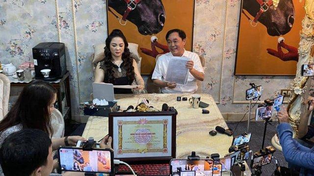 Ê-kíp hùng hậu đứng sau những livestream khủng của doanh nhân Phương Hằng - Ảnh 1.