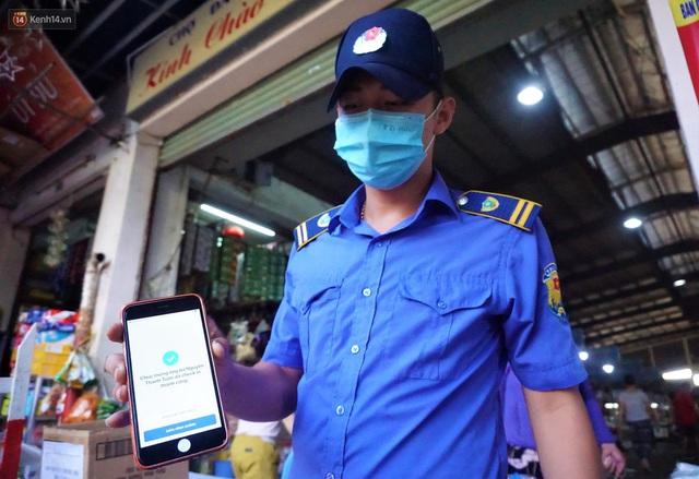 Ảnh: Người Đà Nẵng lần đầu trải nghiệm đi chợ bằng thẻ ứng dụng công nghệ QR Code - Ảnh 11.