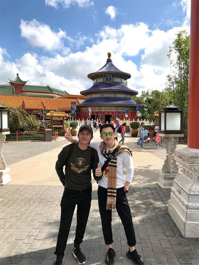 Sống giản dị, NS Hoài Linh lại có khối tài sản khổng lồ: Kim cương đong lon, trầm hương xa xỉ đến nhà thờ Tổ 7000m2 hàng trăm tỷ - Ảnh 14.