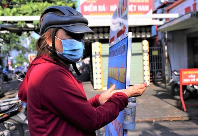 Ảnh: Người Đà Nẵng lần đầu trải nghiệm đi chợ bằng thẻ ứng dụng công nghệ QR Code - Ảnh 4.