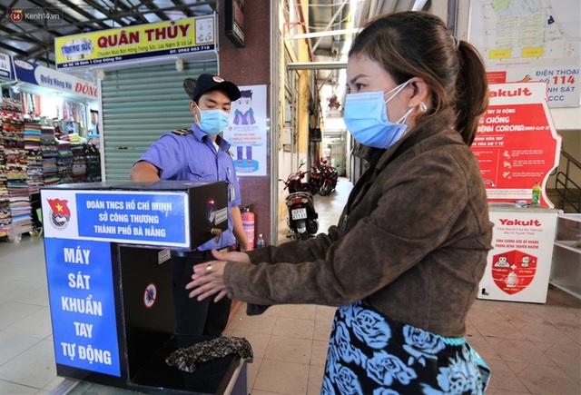 Ảnh: Người Đà Nẵng lần đầu trải nghiệm đi chợ bằng thẻ ứng dụng công nghệ QR Code - Ảnh 5.