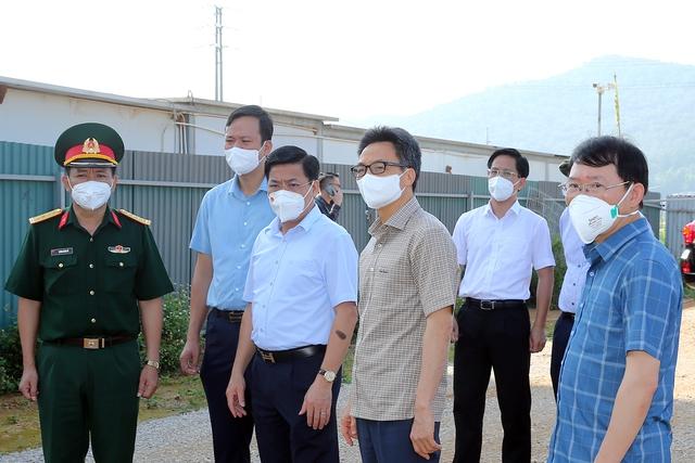 Chùm ảnh: Phó Thủ tướng Vũ Đức Đam kiểm tra một số điểm cách ly, phong toả tại tâm dịch Bắc Giang - Ảnh 5.