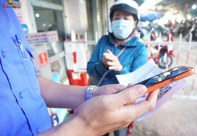Ảnh: Người Đà Nẵng lần đầu trải nghiệm đi chợ bằng thẻ ứng dụng công nghệ QR Code - Ảnh 9.
