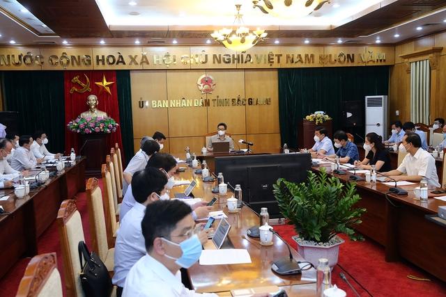 Chùm ảnh: Phó Thủ tướng Vũ Đức Đam kiểm tra một số điểm cách ly, phong toả tại tâm dịch Bắc Giang - Ảnh 9.