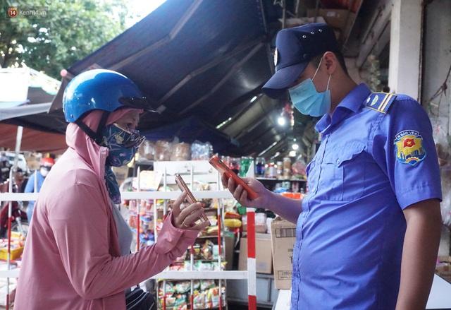 Ảnh: Người Đà Nẵng lần đầu trải nghiệm đi chợ bằng thẻ ứng dụng công nghệ QR Code - Ảnh 10.