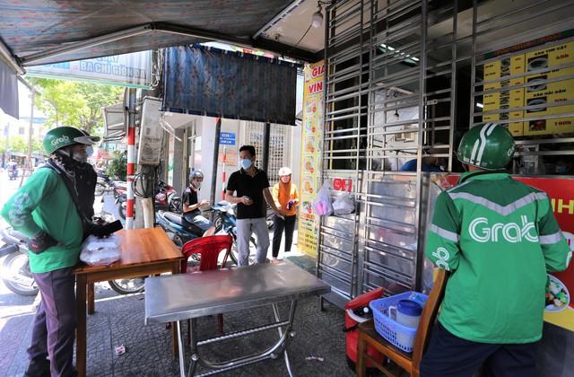 Đà Nẵng cho phép taxi, grab, shipper hoạt động trở lại - Ảnh 1.