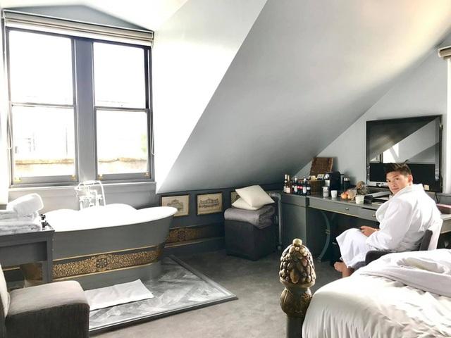 Thái Công khoe phòng tắm kết nối trực tiếp với phòng ngủ sang như khách sạn, dân tình phát hiện ra 1 chi tiết rất bất hợp lý - Ảnh 5.