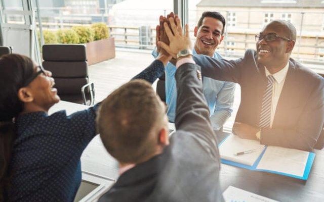 Bài học từ cố vấn nghìn tỷ đô, bậc thầy của những CEO giỏi nhất làng công nghệ: Triết lý lãnh đạo và quản lý gói gọn trong 2 từ - Ảnh 2.