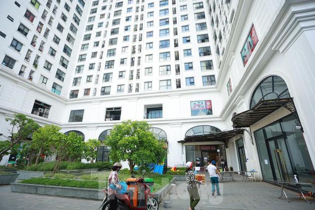 Hà Nội phong tỏa chung cư 32 tầng tại quận Hoàng Mai vì có ca mắc COVID-19  - Ảnh 1.