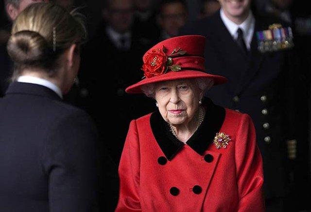 Đằng sau nhát dao chí mạng Harry dành cho gia đình: Nữ hoàng Anh đồng ý cho cháu trai làm phim tài liệu nhưng không hề biết mình bị lừa - Ảnh 2.