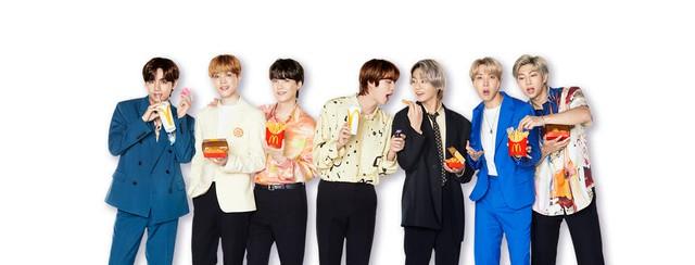 Cộng đồng fan BTS Việt Nam vừa chi 1,2 tỷ đồng mua hết sạch 10.000 suất McDonalds chỉ trong 1 ngày, chỉ trích hãng gà rán in nhầm poster đối thủ của idol - Ảnh 1.