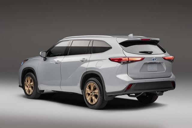 Ra mắt Toyota Highlander Bronze Edition: 6 chỗ, nhiều chi tiết vàng đồng, về Việt Nam giá cỡ 4 tỷ đồng  - Ảnh 2.