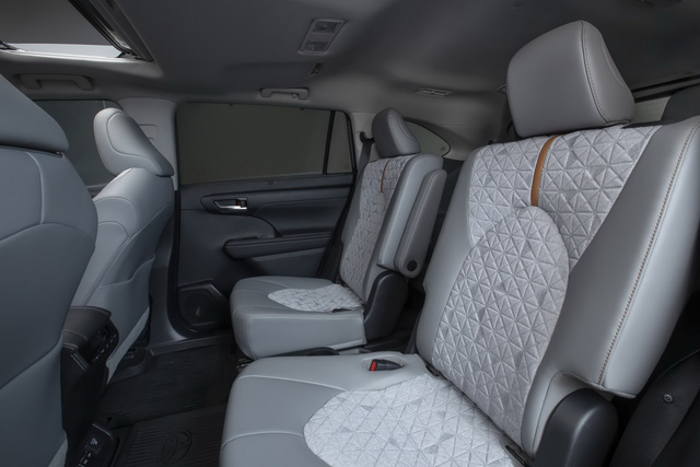 Ra mắt Toyota Highlander Bronze Edition: 6 chỗ, nhiều chi tiết vàng đồng, về Việt Nam giá cỡ 4 tỷ đồng  - Ảnh 11.