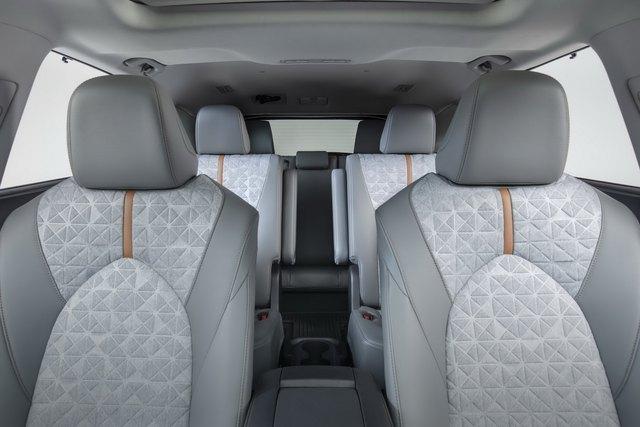 Ra mắt Toyota Highlander Bronze Edition: 6 chỗ, nhiều chi tiết vàng đồng, về Việt Nam giá cỡ 4 tỷ đồng  - Ảnh 12.