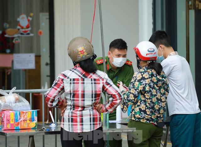 Hà Nội phong tỏa chung cư 32 tầng tại quận Hoàng Mai vì có ca mắc COVID-19  - Ảnh 3.
