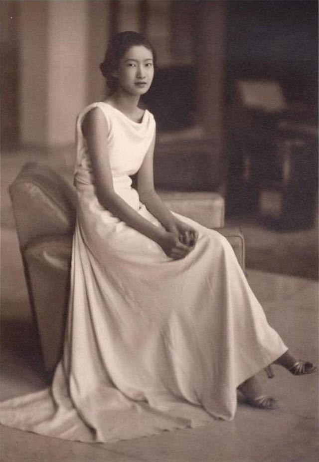 Hình ảnh lúc sinh thời của Nam Phương Hoàng hậu bỗng gây sốt: Đẹp làm sao đôi mắt sắc lẹm, từ dáng mũi đến chiếc cằm đều toát ra vẻ Á Đông quyền quý - Ảnh 3.