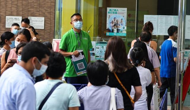 Hàng triệu liều vaccine Covid-19 mòn mỏi đợi trong kho khiến cả thành phố đau đầu - Ảnh 1.