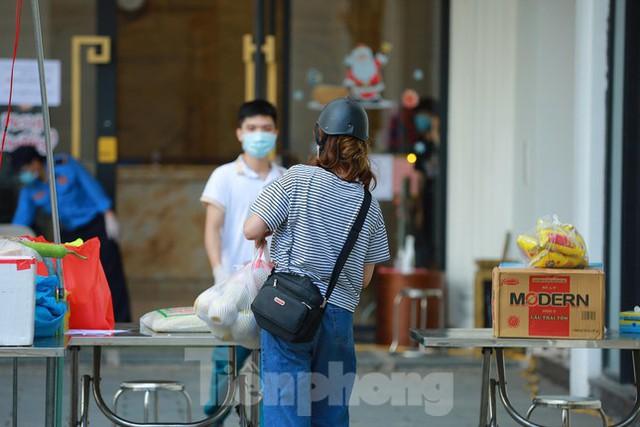 Hà Nội phong tỏa chung cư 32 tầng tại quận Hoàng Mai vì có ca mắc COVID-19  - Ảnh 5.