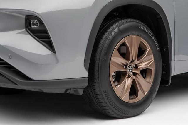 Ra mắt Toyota Highlander Bronze Edition: 6 chỗ, nhiều chi tiết vàng đồng, về Việt Nam giá cỡ 4 tỷ đồng  - Ảnh 5.