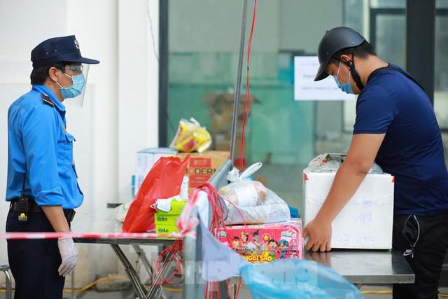 Hà Nội phong tỏa chung cư 32 tầng tại quận Hoàng Mai vì có ca mắc COVID-19  - Ảnh 6.