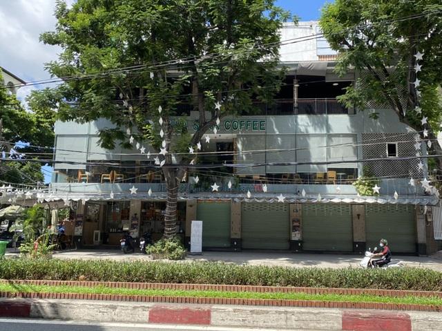 Cận cảnh hàng quán ở TP HCM từ sáng đến trưa 28-5  - Ảnh 7.