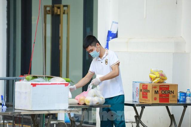 Hà Nội phong tỏa chung cư 32 tầng tại quận Hoàng Mai vì có ca mắc COVID-19  - Ảnh 9.