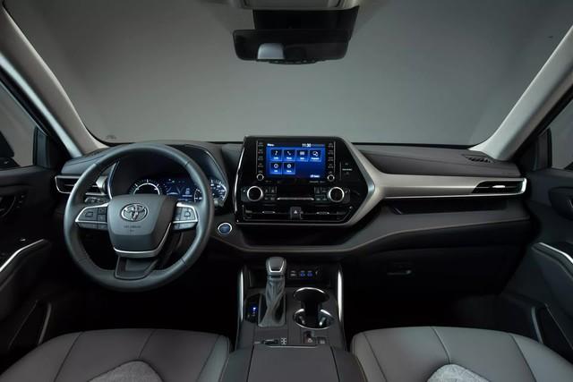 Ra mắt Toyota Highlander Bronze Edition: 6 chỗ, nhiều chi tiết vàng đồng, về Việt Nam giá cỡ 4 tỷ đồng  - Ảnh 9.