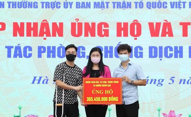 NSƯT Xuân Bắc, NSND Tự Long và MC Thành Trung thay mặt nhóm nghệ sĩ và bạn bè quyên góp 365 triệu VNĐ cho quỹ vắc-xin cộng đồng, 150 triệu VNĐ và quà cho Bắc Ninh, Bắc Giang - Ảnh 4.