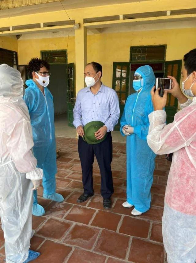 NSƯT Xuân Bắc, NSND Tự Long và MC Thành Trung thay mặt nhóm nghệ sĩ và bạn bè quyên góp 365 triệu VNĐ cho quỹ vắc-xin cộng đồng, 150 triệu VNĐ và quà cho Bắc Ninh, Bắc Giang - Ảnh 2.
